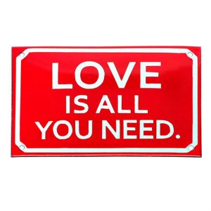 Placa Love is all you need
